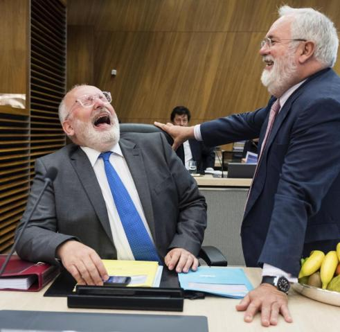 lachende timmermans
